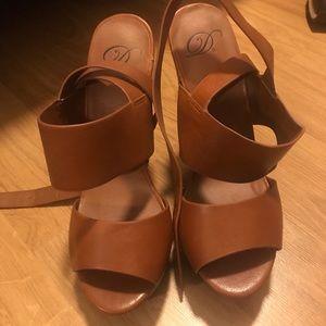 Shoes - Brand new platform sandal